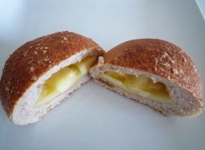 ベッカライドドルフィーのクリームパン