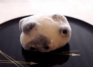 餅菓子商 白谷の一番人気「十勝黒豆大福」