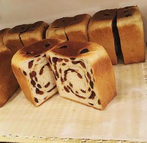 ルミトロンのレーズン食パン