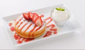 よつ葉ホワイトコージの練乳いちごのパンケーキ