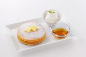 よつ葉ホワイトコージのよつ葉バターとメイプルのパンケーキ