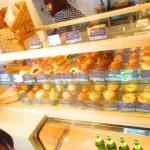 【クロスロードベーカリー】札幌に初登場!ベーカリーカフェが併設されている新形態ランドリー!カフェには20種類以上のパン、そしてケーキもある!