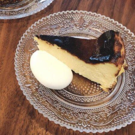 ポロキコーヒーのバスクチーズケーキ